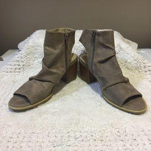White Mountain Deering faux suede block heel boot